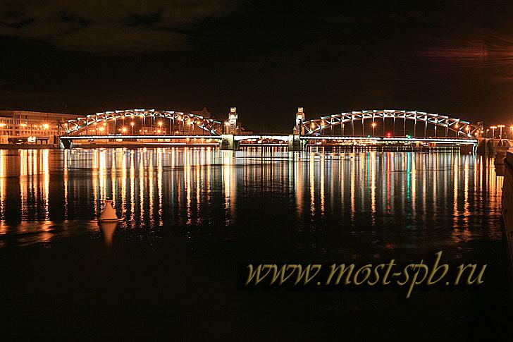 Вид ночью с синопской набережной